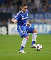 FUSSBALL   CHAMPIONS LEAGUE   SAISON 2013/2014   GRUPPENPHASE FC Schalke 04 - FC Chelsea        22.10.2013 Frank Lampard (FC Chelsea) am Ball