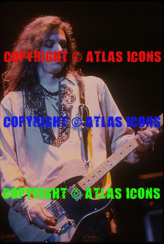 THE BLACK CROWES, LIVE, LOCATION, BACKSTAGE, 1991, NEIL ZLOZOWER