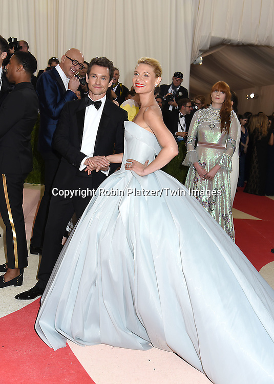 Hugh Dancy and Claire Danes attends the Metropolitan Museum of Art Costume Institute Benefit Gala on May 2, 2016 in New York, New York, USA. The show is Manus x Machina: Fashion in an Age of Technology. <br /> <br /> photo by Robin Platzer/Twin Images<br />  <br /> phone number 212-935-0770