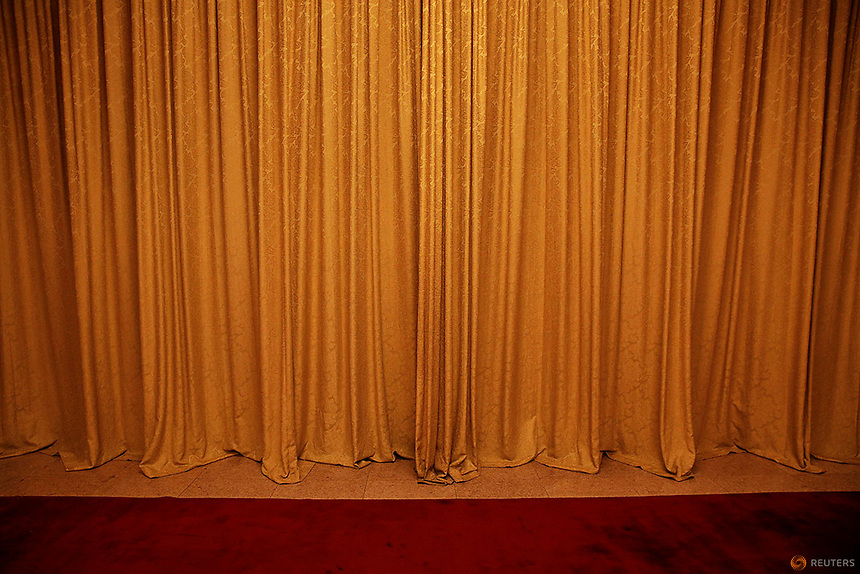 Curtain covers the entrance of a hall inside the Great Hall of the People where sessions of the National People's Congress (NPC) and the Chinese People's Political Consultative Conference (CPPCC) are taking place, in Beijing, China March 6, 2016.   REUTERS/Damir Sagolj