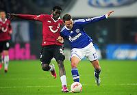 FUSSBALL   1. BUNDESLIGA   SAISON 2012/2013    18. SPIELTAG FC Schalke 04 - Hannover 96                           18.01.2013 Mame Diouf (li, Hannover 96) gegen Marco Hoeger (re, FC Schalke 04)