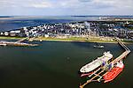 Nederland, Zeeland, Terneuzen, 09-05-2013; Zeeuws-Vlaanderen, Terneuzen. Nederland, Zeeland, Terneuzen, 09-05-2013; Zeeuws-Vlaanderen, Terneuzen. Zicht op de Westerschelde met aan de andere oever Zuid-Beveland. <br /> Site van de chemische fabriek van Dow (Dow Chemical Company) aan de Westerschelde. Afgemeerd zijn de olie- en chemicali&euml;n-tanker Sten Hidra (rood oranje) en de  Lpg-tanker BW Tokyo.<br /> De kraakinstallaties maken o.a. benzeen, ethyleen en propyleen (basischemicalien voor halffabrikaten voor verschillende kunststoffen).<br /> Zeeuws-Vlaanderen,  the south-west part of the province of Zeeland site of the chemical plant of Dow Chemical Company. This plant produces benzene, ethylene and propylene, the basis for various plastics. View on the Westerschelde. <br /> luchtfoto (toeslag op standard tarieven);<br /> aerial photo (additional fee required);<br /> copyright foto/photo Siebe Swart.
