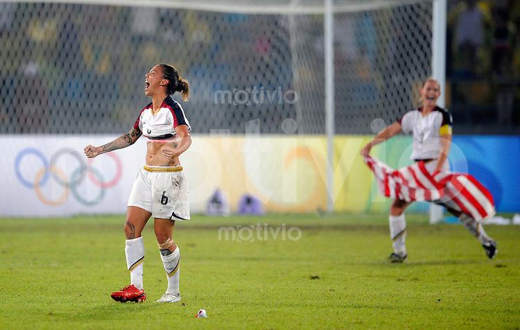 Olympia 2008  Peking  Fussball  Frauen   21.08.2008 Brasilien - USA Natasha KAI (USA) jubelt nach dem Sieg der Goldmedaille gegen Brasilien.