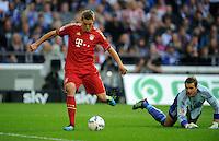 FUSSBALL   1. BUNDESLIGA   SAISON 2011/2012    6. SPIELTAG FC Schalke 04 - FC Bayern Muenchen                       18.09.2011 Nils PETERSEN (Bayern) auf den Weg zum 0:1. Torwart Ralf FAEHRMANN (re, Schalke) ist geschlagen