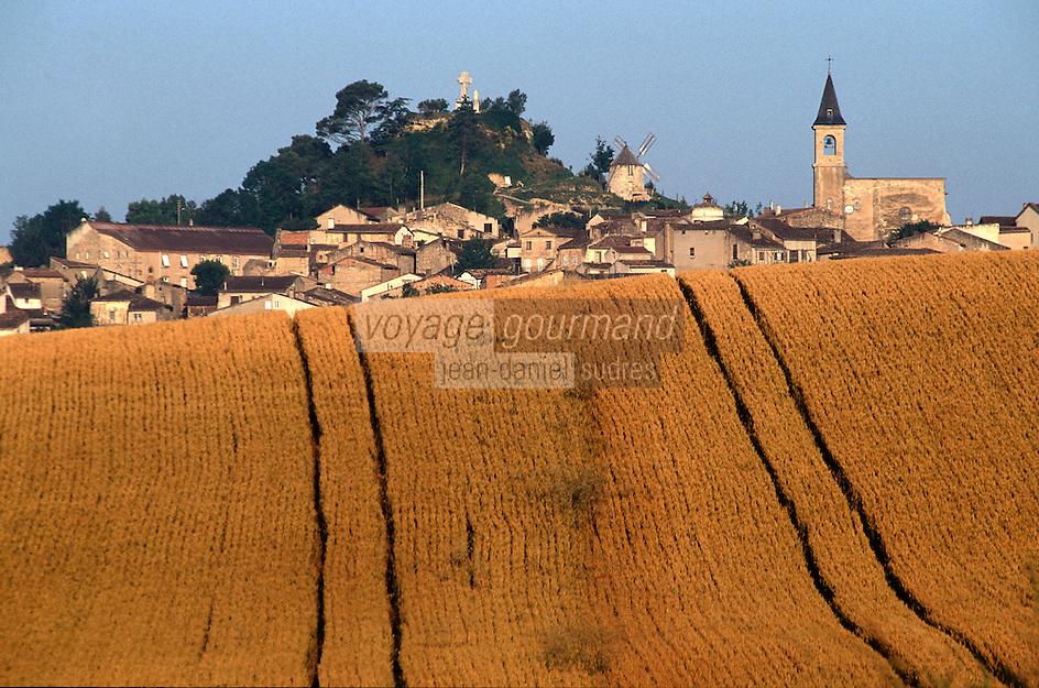 Europe/France/Midi-Pyrénées/81/Tarn/Lautrec: Le village et champ de céréales