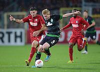 FUSSBALL   1. BUNDESLIGA   SAISON 2012/2013  5. SPIELTAG  26.09.2012 SC Freiburg - SV Werder Bremen Kevin De Bruyne (Mitte,  SV Werder Bremen) gegen Daniel Caligiuri (li, SC Freiburg)