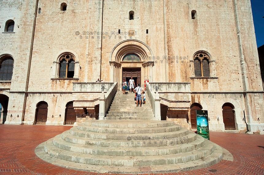 Gubbio, Palazzo dei Consoli , La Scalea.