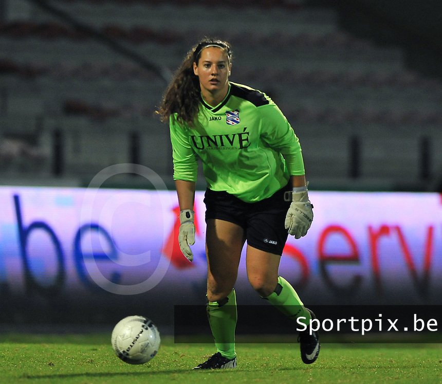 20130903 - ANTWERPEN , BELGIUM : Heerenveen goalkeeper Nienke Olthof pictured during the female soccer match between Royal Antwerp FC Vrouwen and SC Heerenveen at the BOSUIL STADIUM , of the second matchday in the BENELEAGUE competition. Tuesday 3 September 2013. PHOTO DAVID CATRY