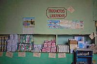 L'Avana, negozio alimentare, prodotti non sottoposti a calmiere  Havana , grocers , products not subject to price control