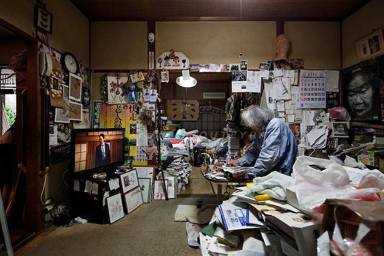 Kawasaki, November 6 2014 - Japanese artist Tatsumi ORIMOTO, 69, drawing at home.