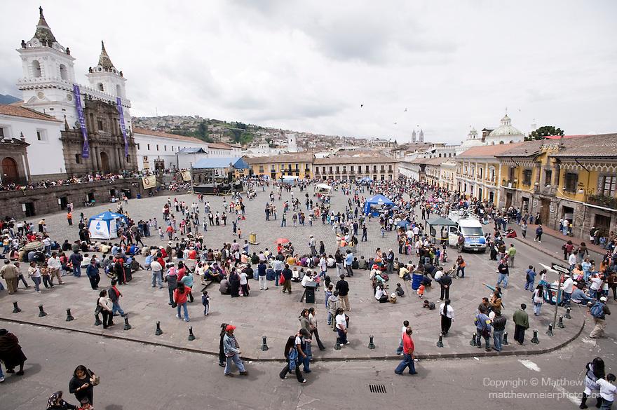Quito plaza san francisco matthew meier for Cafe el jardin centro historico