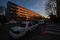 Police officers cordoned crime scene near the entrance of the building related to the shootings at Sandy Hook Elementary School, in Hoboken, United States. 14/12/2012. Photo by ZAMEK