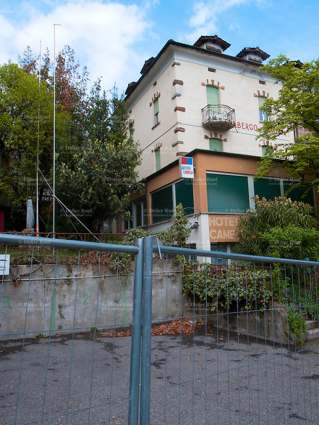 Construction site real estate closed hotel didier for Design hotel tessin