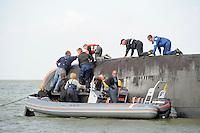 ZEILEN: LEMMER: 20-08-2016, IFKS Skûtsjesilen, Skûtsje Gerrit Ynze met schipper Ulbe Zwaga slaat om bij de Friese hoek, ©foto Martin de Jong