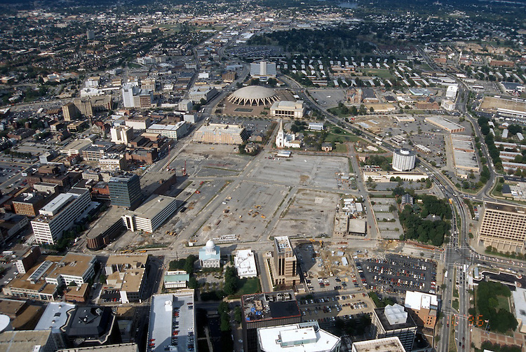1996 October 10..Redevelopment..Macarthur Center.Downtown North (R-8)..LOOKING NORTH...NEG#.NRHA#..