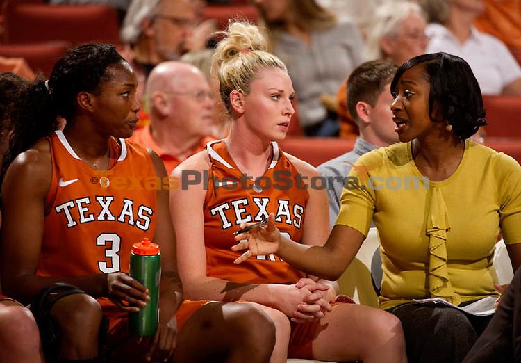 Nneka Enemkpali (3), Brady Sanders (32), Jalie Mitchell