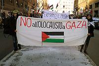 Roma 17 Gennaio 2009.Manifestazione  Contro l'attacco di Israele alla striscia di Gaza..Demonstration against the attack of Israel to the Gaza Strip.The banner reads: no holocaust in Gaza.
