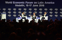 MEDELLÍN - COLOMBIA, 15-06-2016: Philipp Rösler político Alemán y jefe del Centro de Estrategias Regionales del WEF, Juan Manuel Santos, Presidente de Colombia, y Mauricio Macri, Presidente de Argentina, conversan en el marco de la reunión anual del Foro Económico Mundial (WEF) en Medellin, Colombia. / Philipp Rösler, German politician and Head of the Centre for Regional Strategies (WEF), Juan Manuel Santos, Colombia's President, and Mauricio Macri, Argentinas's President, talk during World Economic Forum (WEF) anual meeting in Medellin, Colombia.  VizzorImage/ León Monsalve /Str