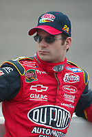 Jeff Gordon waits his turn to qualify for the Pop Secret 400 NASCAR Winston Cup race at Rockingham, NC on Friunday, November 7, 2003. (Photo by Brian Cleary)