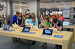 Loja Apple Store em Dresden. Alemanha. 2011. Foto de Juca Martins.