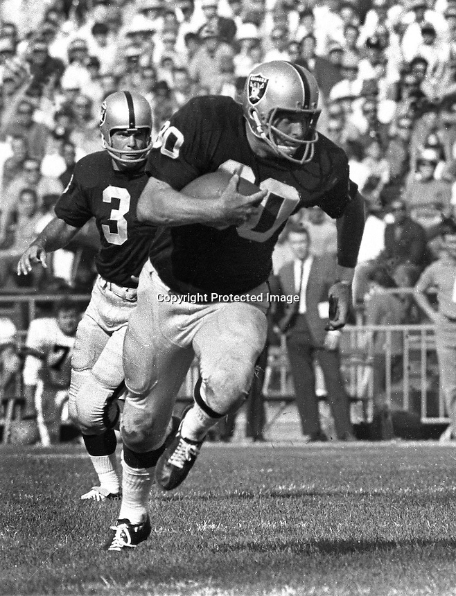 Oakland Raiders Daryle Lamonica hands off to Roger Hagberg. (photo by Ron Riesterer)