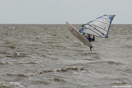 Windsurfen in de Waddenzee bij Roptazijl