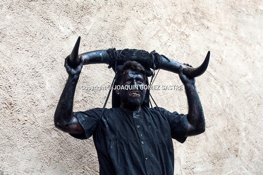 One of the participants in the carnival Devils of luzon (Guadalajara) take a stop during the festival