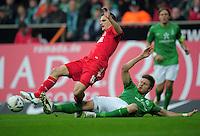 FUSSBALL   1. BUNDESLIGA   SAISON 2011/2012    12. SPIELTAG SV Werder Bremen - 1. FC Koeln                              05.11.2011 Sebastian PREODL (re, Bremen) graetscht Slawomir PESZKO (li, Koeln) ab
