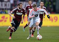 FUSSBALL   1. BUNDESLIGA  SAISON 2012/2013   12. Spieltag 1. FC Nuernberg - FC Bayern Muenchen      17.11.2012 Javier Pinola  (li, 1 FC Nuernberg) gegen Toni Kroos (FC Bayern Muenchen)