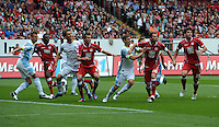 Fussball 2. Bundesliga:  Saison   2012/2013,    3. Spieltag  1. FC Kaiserslautern - TSV 1860 Muenchen   26.08.2012 Mehrkampf im Strafraum