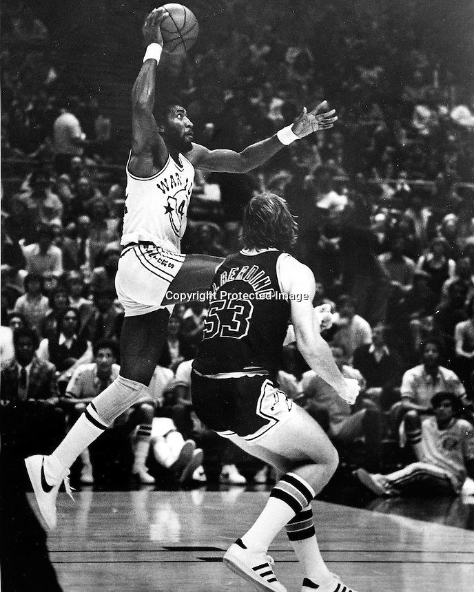 Golden State Warrior Clifford Ray driving to the hoop..(1976 photo by Ron Riesterer)