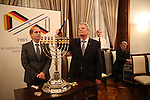 Kerzenzünden in der israelische Botschaft mit Bundespräsident Joachim Gauck