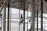 Roma 22 Dicembre 2015<br /> Presentato lo stato di avanzamento dei lavori del nuovo centro Congressi &laquo;La Nuvola&raquo; al quartiere EUR, progettato dall'architetto Massimiliano Fuksas.  Operai con le funi al lavoro  nel cantiere.<br /> Rome December 22, 2015<br /> Presented the state of progress of the work of the new congress center &quot;The Cloud&quot;, at the EUR district, designed by architect Massimiliano Fuksas. &nbsp; Workers with ropes at work in construction site.