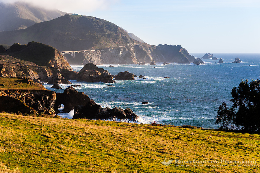 United States, California. The Central Coast  of California, view of the Pacific Ocean from Highway 1.