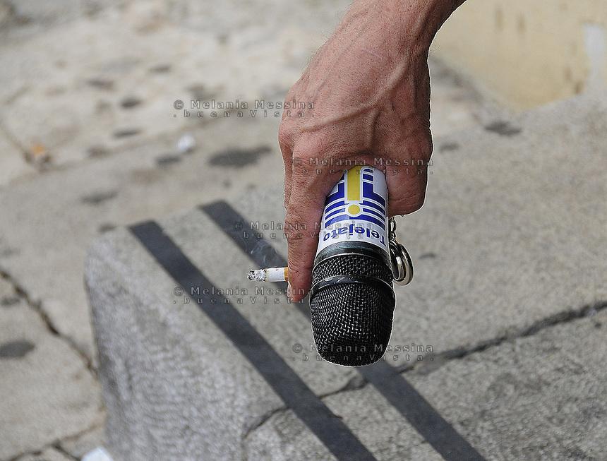 Partinico: microphone in the hand of the anti-mafia journalist Pino Maniaci, who runs the tv station in Sicily TeleJato. <br /> Partinico: il microfono nelle mani del giornalista antimafia Pino Maniaci, direttore della emittente televisiva Telejato.