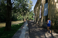 Fiume Lambro ad Agliate...A runner along Lambro river in Agliate