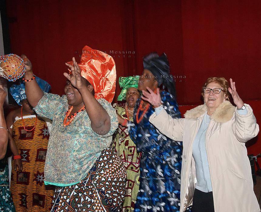 Osas con le altre donne dell'associazione &quot;Ragazze di Benin city&quot; contro la tratta di esseri umani durante un'esibizione nel centro Arcobaleno.<br /> Osas together to the other women of the association &quot;Ragazze di Benin city&quot; against human trafficking during an exhibition in the center Arcobaleno.
