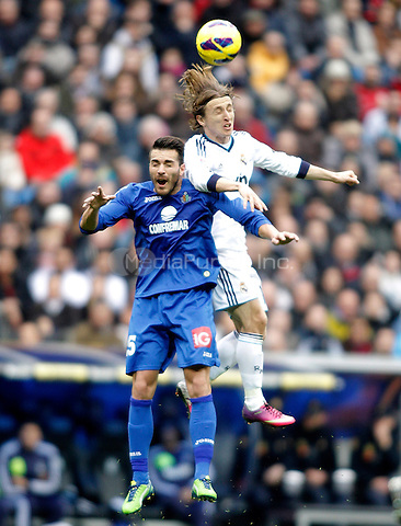 Real Madrid's Luka Modric against Getafe's Xavi Torres during La Liga match. January 27, 2013. (ALTERPHOTOS/Alvaro Hernandez) NortePhoto /MediaPunch Inc. ***FOR USA ONLY***