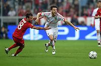 FUSSBALL CHAMPIONS LEAGUE  SAISON 2015/2016 VIERTELFINALE HINSPIEL FC Bayern Muenchen - Benfica Lissabon         05.04.2016 Juan Bernat (li, FC Bayern Muenchen) gegen Pizzi (re, Benfica Lissabon)