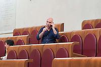 Roma, 9  Luglio 2012.Consiglio comunale in Campidoglio nell'aula Giulio Cesare per  la discussione sulla  cessione del 21% della controllata Acea, l'azienda che si occupa di acqua e servizi.  Dario Nanni del Partito Democratico, mangia un gelato durante una pausa dei lavori
