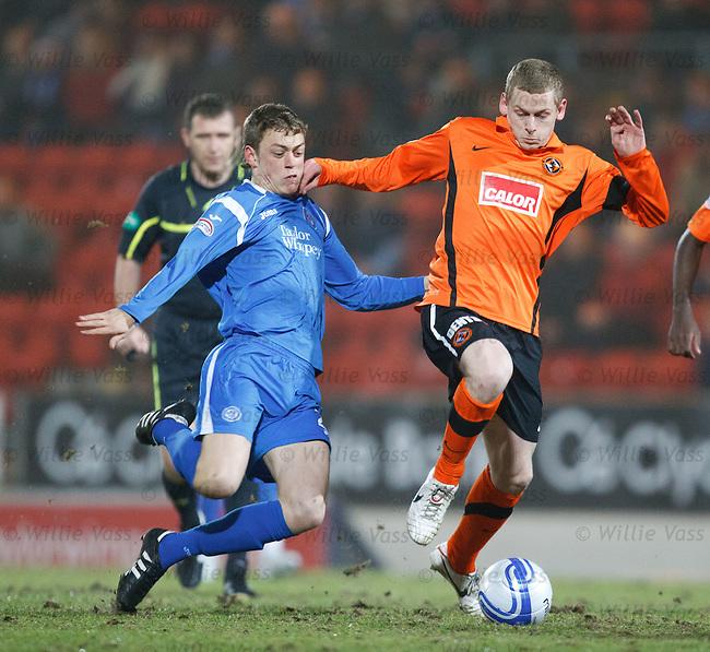 Murray Davidson tackles Scott Robertson