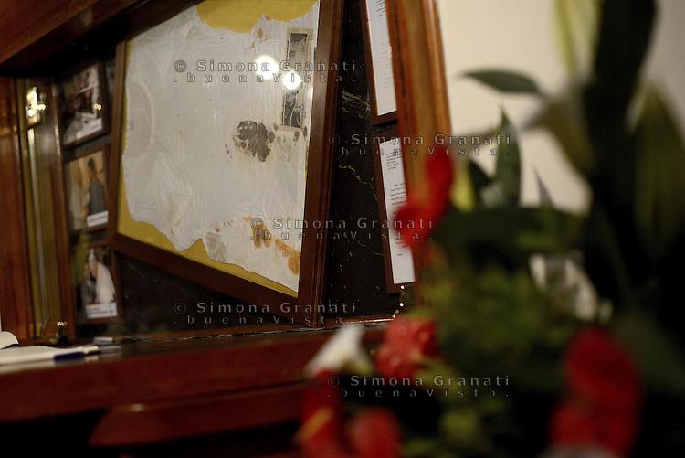 Roma, 26- 27 Aprile<br /> 2 Papi Santi<br /> Canonizzazione di Papa Giovanni Paolo II e Papa Giovanni XXIII.<br /> Nella foto la maglia insanguinata divenuta Reliquia di Papa Giovanni Paolo II che indossava il giorno dell'attentato in Piazza San Pietro custodita dalle Figlie della Carit&agrave; di San Vincenzo de' Paoli.<br /> Two Popes Saints.<br /> The canonization of the two Popes.<br /> In the picture bloody shirt of Pope John Paul II, worn on the day of the attack in St. Peter's Square guarded by the Daughters of Charity of St. Vincent de' Paoli.