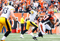 Ben Roethlisberger #7 of the Pittsburgh Steelers runs with the ball against the Cincinnati Bengals during the game at Paul Brown Stadium on December 12, 2015 in Cincinnati, Ohio. (Photo by Jared Wickerham/DKPittsburghSports)