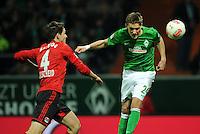 FUSSBALL   1. BUNDESLIGA    SAISON 2012/2013    14. Spieltag   SV Werder Bremen - Bayer 04 Leverkusen                28.11.2012 Nils Petersen (li, SV Werder Bremen) erzielt per Kopf das Tor zum 1:2. Philipp Wollscheid (li, Bayer 04 Leverkusen) kommt zu spaet