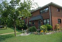 1989 July ..Assisted Housing..Roberts Village..EXTERIOR VIEWS...NEG#.NRHA#..