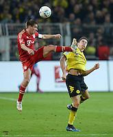 FUSSBALL   1. BUNDESLIGA   SAISON 2011/2012   30. SPIELTAG Borussia Dortmund - FC Bayern Muenchen            11.04.2012 Philipp Lahm (li, FC Bayern Muenchen) gegen Robert Lewandowski (re, Borussia Dortmund)