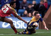 Pix, Shaun Flannery/SWpix. Tetleys Super League..Leeds Rhinos v London Broncos, 3/3/2002..COPYRIGHT PICTURE>>SIMON WILKINSON>>01943 - 436649>>..Richie Barnett fails to catch Leeds Kevin Sinfield as he scores a try.