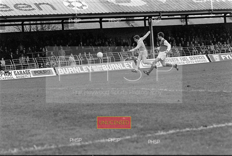 22/11/80 Blackpool v Fleetwood Town FAC 1..Alan Ball fires over.<br /> &copy;  Phill Heywood
