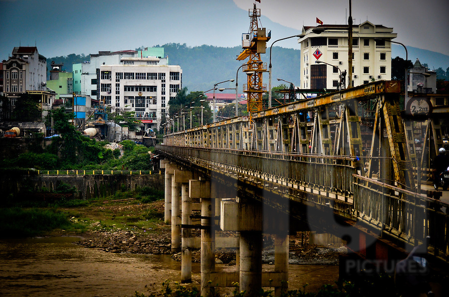 Lao Cai City Vietnam  City pictures : ... of a metalbridge in Lao Cai city, Lao Cai province, North Vietnam