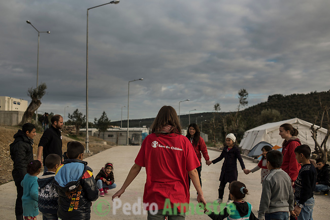 2015/12/03. Mytilene, Lesbos. Grecia. <br /> Three months after the death of Aylan Kurdi, Save the Children remember that the security of the borders can not be above the rights of refugees. Only in Greece, 728,000 refugees have arrived this year, 26% are children. Most small boats have arrived in the Greek island of Lesbos from Turkey. Pedro Armestre / Save the Children.<br /> Tres meses despu&eacute;s de la muerte de Aylan Kurdi, Save the Children recuerda que la seguridad de las fronteras no puede estar por encima de los derechos de los refugiados. Solo a Grecia han llegada m&aacute;s 728.000 personas refugiadas en lo que va de a&ntilde;o, el 26% son ni&ntilde;os. La mayor&iacute;a han llegado en peque&ntilde;as embarcaciones a la isla griega  de Lesbos procedentes de Turqu&iacute;a. Desde la muerte de Aylan m&aacute;s de 120 ni&ntilde;os han muerto en el mar intentando llegar a Europa. <br />  &copy; Pedro Armestre/ Save the Children Handout. No ventas -No Archivos - Uso editorial solamente - Uso libre solamente para 14 d&iacute;as despu&eacute;s de liberaci&oacute;n. Foto proporcionada por SAVE THE CHILDREN, uso solamente para ilustrar noticias o comentarios sobre los hechos o eventos representados en esta imagen.<br /> &copy; Pedro Armestre/ Save the Children Handout - No sales - No Archives - Editorial Use Only - Free use only for 14 days after release. Photo provided by SAVE THE CHILDREN, distributed handout photo to be used only to illustrate news reporting or commentary on the facts or events depicted in this image.